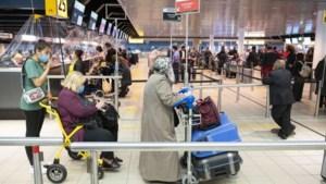 Kabinet: Volle vliegtuigen mogelijk, passagiers moeten mondkapje op