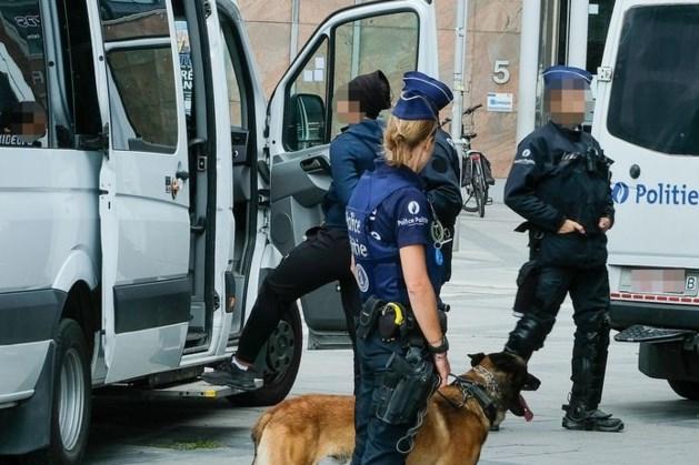 Politie arresteert ruim 20 verdachten na oproep tot plunderingen in Brussel