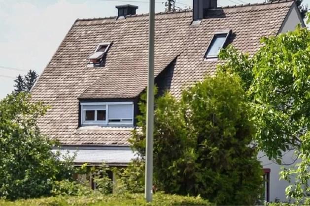 Mysterie in Duits dorp: vader treft zoon (16) en vriend (15) dood aan in huis