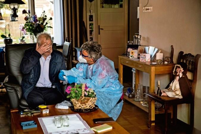 'Laat thuiszorg kwetsbare ouderen checken op corona'