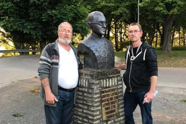 Schoonmaker buste kapelaan Berix heeft persoonlijke band met monument: 'We hebben staan zweten op de blauwe verf'