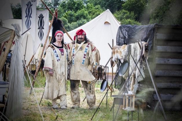 Hettie (56) en Jan (61) uit Susteren houden als re-enactmentacteurs de geschiedenis levend