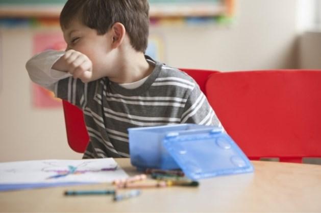 Artsen: kind met snottebel kan gewoon naar de opvang