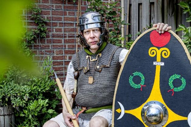 Arno (51) uit Posterholt houdt als re-enactmentacteur de geschiedenis levend