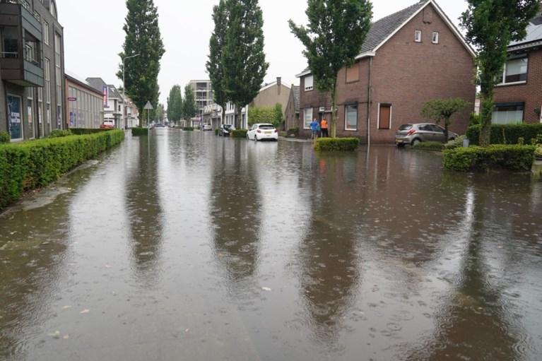 Video: Meerdere straten in Weert onder water na hoosbui