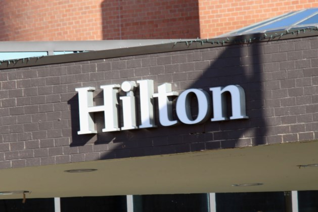 Hotelketen Hilton schrapt 2100 kantoorbanen vanwege crisis