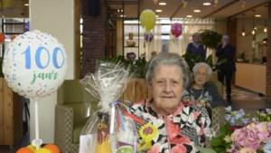 100<sup>e</sup> verjaardag voor Leonie uit Schinveld met champagne, taart en ballonnen