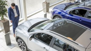 Europese autoverkoop in mei meer dan gehalveerd