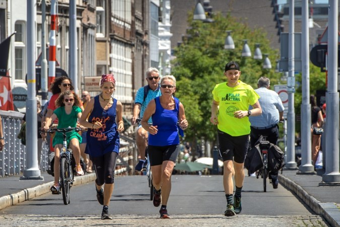 Sportieve familie uit Thorn loopt eigen Heuvelland 'Walrathon'