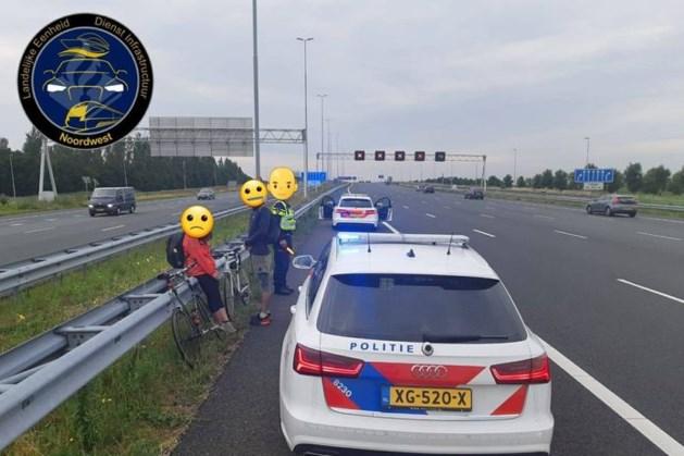 Internationale studenten op de fiets van snelweg geplukt: wilden naar Ikea voor een hotdog