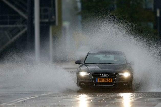 Zo voorkom je ongevallen door aquaplaning tijdens onweersbuien