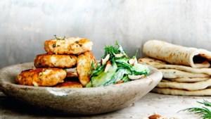 Variatie op het vuur: zalmkoekjes met feta voor op de barbecue