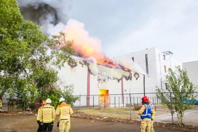 Zeer grote brand bij voedselopslag in Helmond geblust