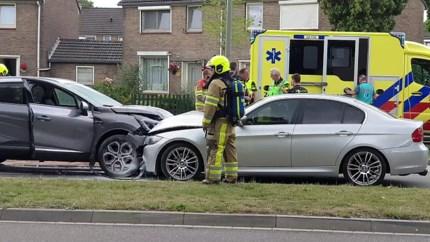 Video: Drie personen raken gewond bij zwaar ongeluk op eenrichtingsweg