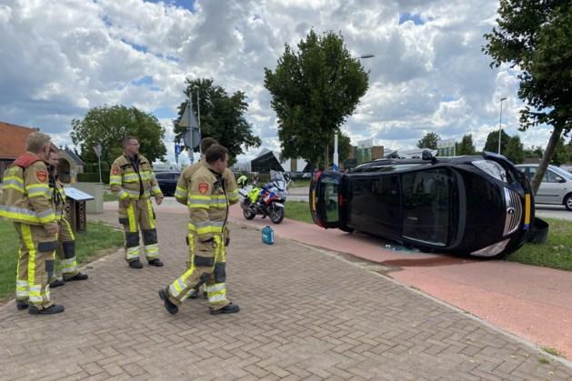 Auto belandt op zijn kant bij ongeluk in Berg en Terblijt