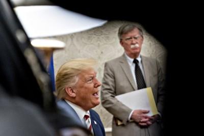 Bolton deelt Trump flinke klap uit in campagne