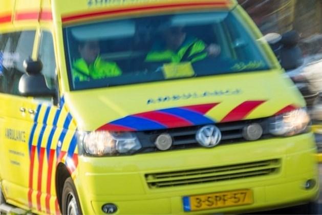 Agressieve man mishandelt ambulancemedewerkers