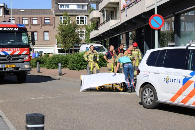 Man komt onder palletwagen en raakt gewond