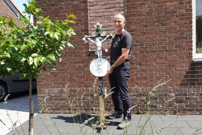 Vinder van kruisbeeld Genhout Huub Gorissen spreekt de verlossende woorden