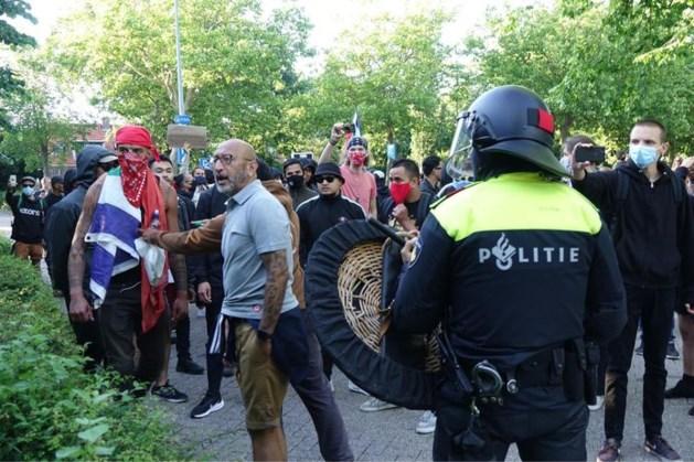 Demonstratie bij standbeeld J.P. Coen mondt uit in rellen
