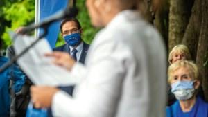 Foto van de week: Mondkapje bedekt snor van de gouverneur