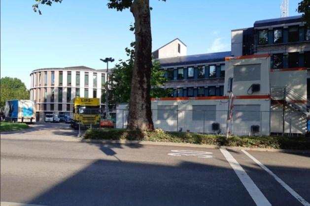 Tijdelijke containers bij verbouwing politiebureau Maastricht