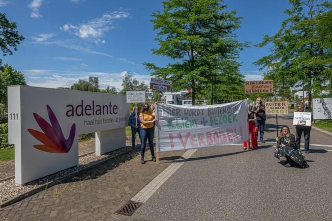 Demonstranten bij Adelante: 'Buiten bezoek ontvangen is fundamenteel recht'