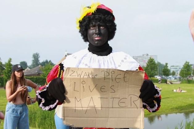 Europees Parlement: 'Breek met Zwarte Piet én stop vernieling beelden'
