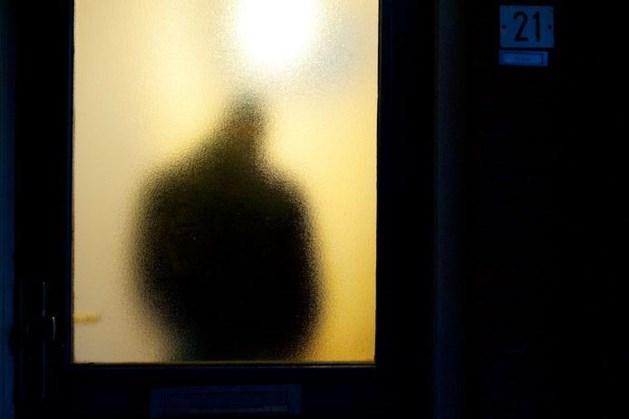 Vrouw in Den Haag springt uit het raam om aan mishandeling te ontkomen