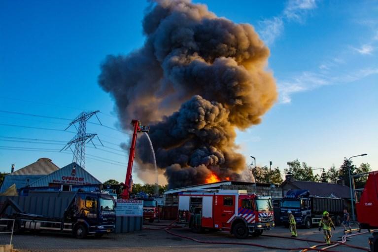 Video: Grote brand bij recyclingbedrijf op industrieterrein Haelen