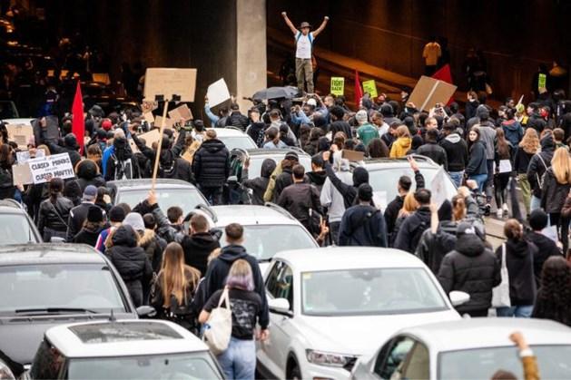 Plunderingen en rellen in Stuttgart, agenten gewond