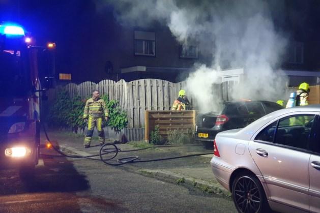 Auto uitgebrand op oprit van woning in Sittard