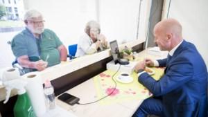 Bewoners De Nieuwe Munt digitaler dankzij honderd tablets