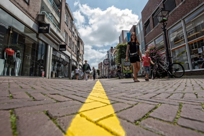 Felgele lijnen in centrum Sittard: hartjes hielden winkelend publiek niet op juiste spoor