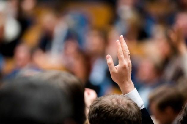 Motie over salarisverhoging zorgpersoneel sneuvelt, indiener Asscher te laat
