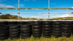 Brand bij circuit Zandvoort: grote stapel autobanden in de fik