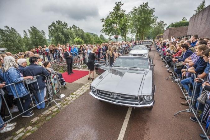 Van drivethrough tot marathonzitting: diploma-uitreikingen in Limburg nog nooit zo origineel