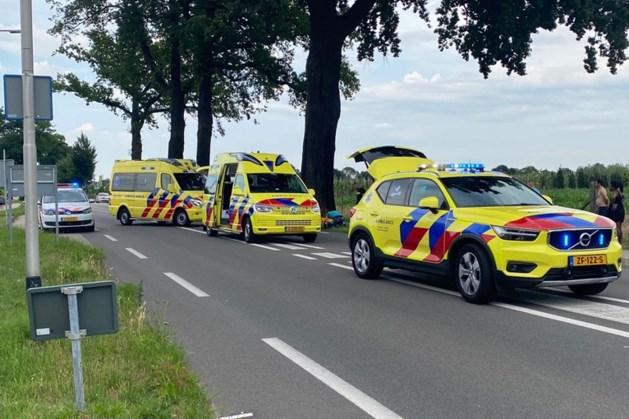 Ernstige aanrijding tussen bromfietser en fietser: traumahelikopter geland