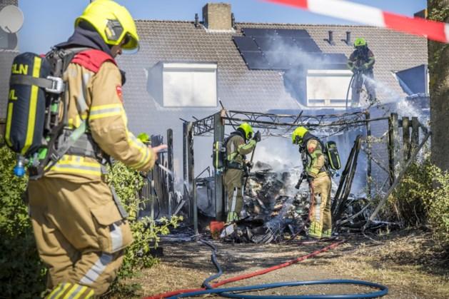 Berging verwoest na heggenbrand Blerick