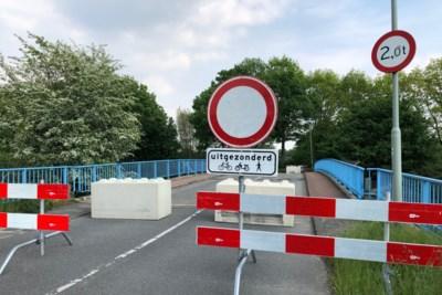 Abrupt afgesloten verkeersbrug bij Fortuna-stadion eind 2022 tegen de vlakte