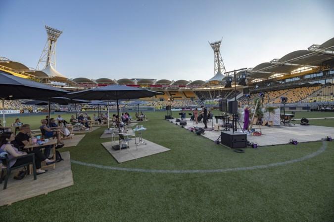 'Anderhalvemeterconcerten' in Parkstad Limburg Stadion bevallen; Enzo Kok wil op herhaling
