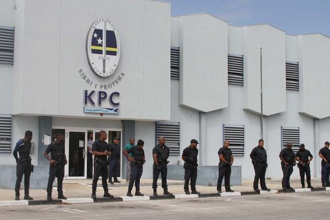 Zorgen om toekomst Curaçao: 'Nu toeristen deze beelden zien, komen ze helemaal niet meer'