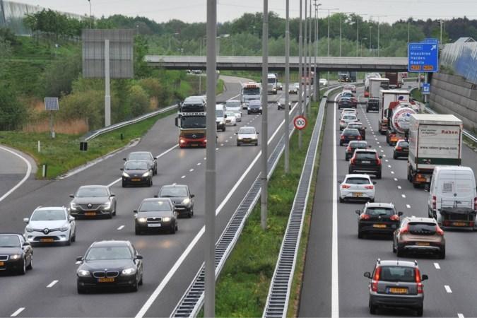 Extra stukje A73 bij Venlo: speciaal asfalt en hogere geluidsschermen