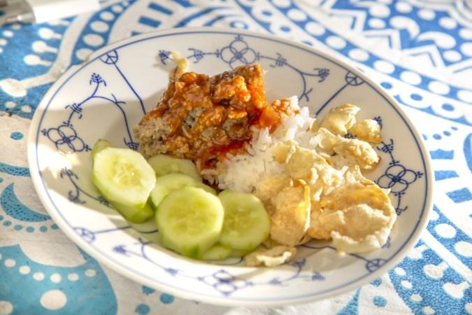 Help de Limburgse aardappelboer en maak frikadel pan, comfortfood uit Indonesië