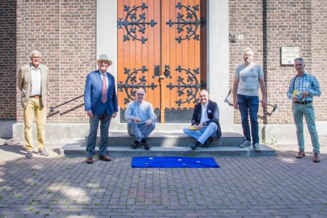 Bronzen schelpen markeren pelgrimsroute door Limburg