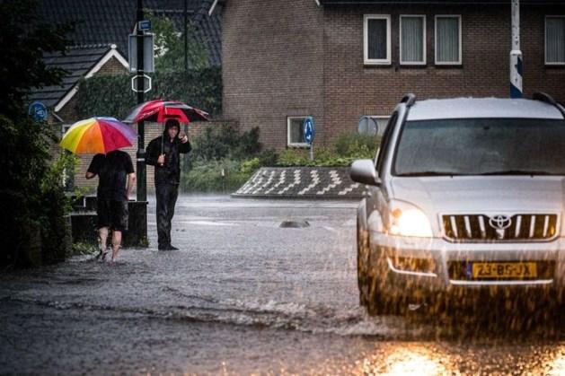 Zomer doet een stapje terug, het is weer tijd voor de paraplu