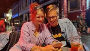 Studente uit Broekhuizen test nieuwe terras-app op Schiermonnikoog