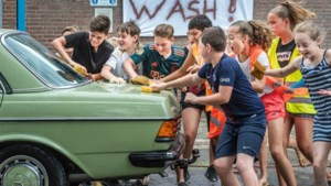 Foto van de week: Carwash door scholieren in Wanssum