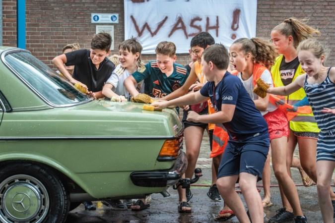 Foto van de week: Carwash door scholieren in Wanssum