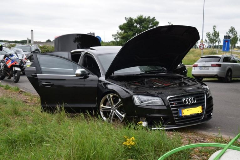 Audi krijgt klapband, bestuurder spoorloos